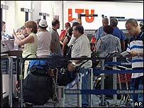 Cubanos en aeropuerto de Miami