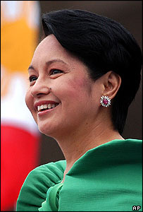 Gloria Arroyo makes her pre-inauguration speech in Manila 30/06/04