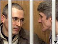 Mikhail Khodorkovsky (left) and Platon Lebedev in court