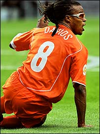 Edgar Davids appeals for a penalty