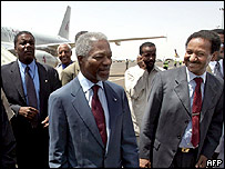 Kofi Annan with Sudanese government officials
