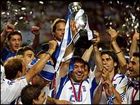 Greece celebrate winning Euro 2004