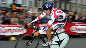Robbie McEwen in action at the 2004 Tour de France