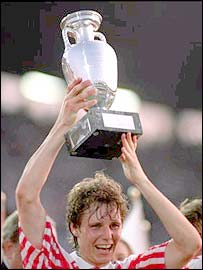 Fleming Povlesen lifts the European Championship trophy in 1992