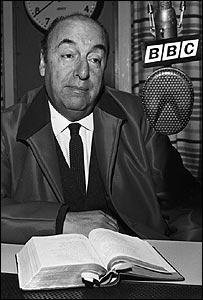 Pablo Neruda en la BBC en 1965.
