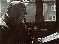 Foto de Pablo Neruda dedicada a Robert Pring-Mill.