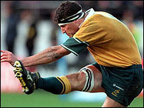 Australia captain John Eales kicks the winning penalty in Wellington in 2000