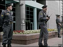 Police outside Yukos's Moscow headquarters