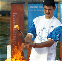 Chinese NBA star Yao Ming lights the flame in Beijing, as part of the 2004 Athens Olympic torch relay