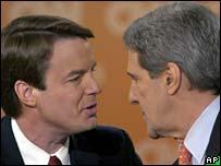 John Edwards (izq.) con John Kerry.