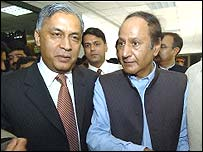 Shaukat Aziz (left) and current PM, Chaudhry Shujaat Hussain