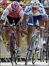 Jean-Patrick Nazon (right) edges out Erik Zabel (left) to take the stage victory