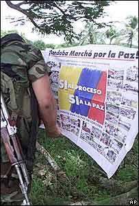 Afiche de los paramilitares en la