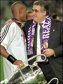 Lorenzo Sanz celebrates Real Madrid's Champions League triumph in 2000 with Nicolas Anelka