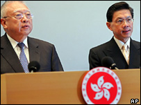 Hong Kong's Chief Executive Tung Chee-hwa, left, with Dr Yeoh Eng-kiong, right