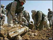 US soldiers removing Iraqi mortars, Tikrit, Dec 03