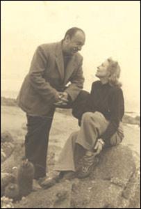 Pablo Neruda y Delia del Carril, 1939, Isla Negra. Foto: Fundación Pablo Neruda.