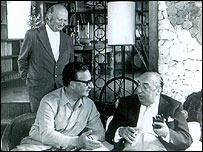 Volodia Teitelboim, Salvador Allende y Pablo Neruda.