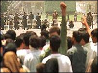 Students raise their fists at march in front of security forces