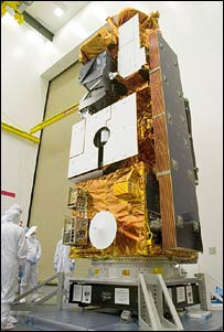 Final assembly of Aura satellite, Nasa