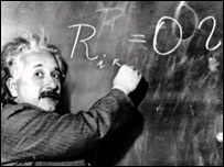 Albert Einstein, explicando una de sus teor�as.