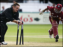 Styris completes the run out of Sarwan