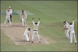 Jacques Kallis of South Africa becomes Warne's 300th Test victim