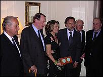 Carlos Fuentes, Douglas Cochrane, Julie Christie, el embajador Mariano Fern�ndez, Robert Pring-Mill. y Ernest Hecht.