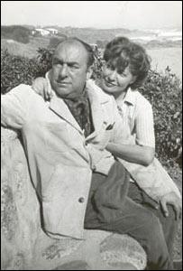 Pablo Neruda y Matilde Urrutia, Isla Negra, 1953. Foto: Fundación Pablo Neruda.