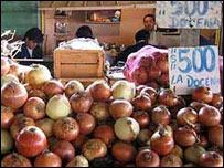 Vendedores de cebolla en Temuco. Foto: Manuel Toledo.