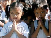 niños en Buenavista en el norte de Filipinas