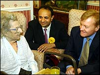 Charles Kennedy campaigns with Parmjit Singh in Leicester South