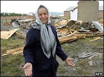 Жительница Игнушетии у разрушенного дома