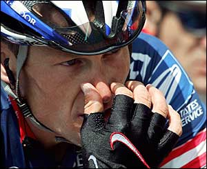 Armstrong remains focused at the head of the pursuing peloton