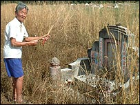 Chong Hong praying at the grave of those who died