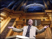 Martin Neary with the organ at the Royal Albert Hall