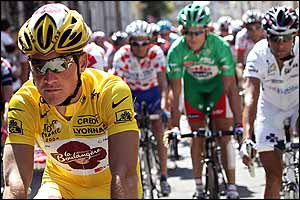 Frenchman Thomas Voeckler starts in the yellow jersey