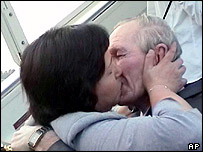 Hitomi Soga and Charles Jenkins embracing in Jakarta on 9 July 2004