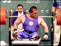 Alzador de pesas británico.
