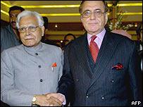 Indian Foreign Minister Natwar Singh and Pakistan counterpart Khursheed Mahmud Kasuri