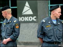 Russian special forces outside the Yukos headquarters