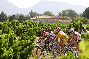 Five riders, including Virenque, make an early break