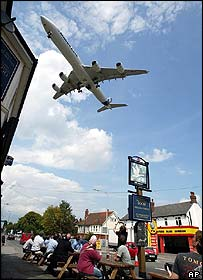 Pub visitors watch an aerobatics display by the Airbus A340 at Farnborough 2004