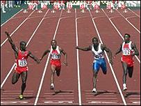 Ben Johnson gana los 100 metros en Seúl 88. Luego sería despojado de la medalla.