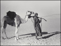 Thesiger during the second crossing of the Empty Quarter, Oman 1948, © Pitt Rivers Museum.