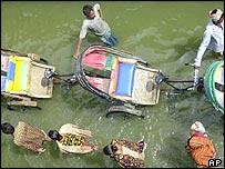 Dhaka rickshaw pullers