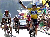 Andreas Kloden is pipped on the line by Lance Armstrong