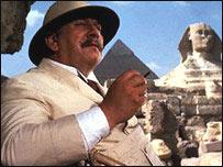 Peter Ustinov como 'Hércules Poirot'.