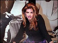 Kirstie Alley in 2000