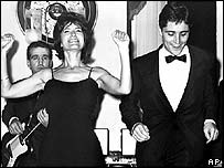 Sacha Distel with Brazilian singer Laura Villa in 1962